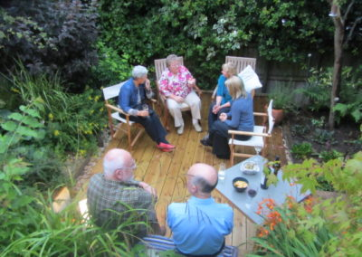 img-1-students-from-tuesday-evening-french-tuition-class-enjoying-darrens-garden_8167557588_o